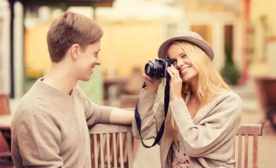 英语口语|出国旅游如何让人帮你拍照?